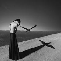 Súlyos könnyedség fekete-fehérben