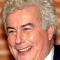 Ken Follettet eltiltották a tévétől