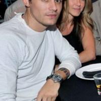 Házasságba menekül Brad Pitt elől Jennifer Aniston?