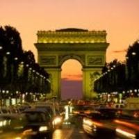 Párizs poklává változott a legszebb sugárút