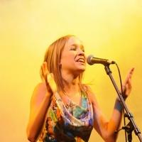 Harcsa Veronika a Honvéd Férfikarral énekel Eddát