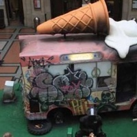 Hivatalos kiállítása nyílt a legtitokzatosabb graffiti művésznek