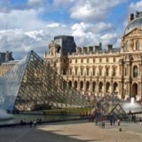 Ügyesen ügyeskedik a Louvre