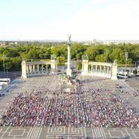 Pajor Tamás közel 2000 embert táncoltatott meg a Hősök Terén