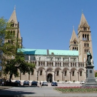 800 millióért újultak meg a Dóm tér egyházmegyei épületei