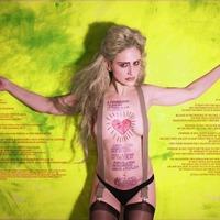 Erotikus képek: a magyar díva újra akcióban