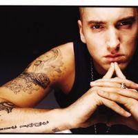 Eminem vagy berezelt vagy utálja a hírnevet