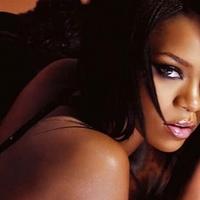 Máris új szexpartnerrel vigasztalódik a csinos énekesnő