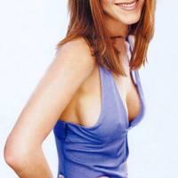 Jenniffer Aniston meztelen, formás testét csak nyakkendő fedi