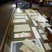 Múlt századi óvszerre bukkantak a könyvtárban