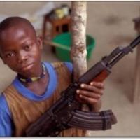Gépfegyvert és kézigránátot nyertek a gyerekek egy rádió versenyén
