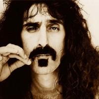 Mellszobrot kap Frank Zappa