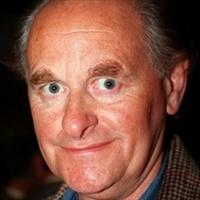 Elhunyt John Clive
