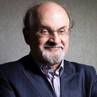 Kitüntették Salman Rushdie-t