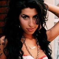 Abramovicsnak dalolt Amy Winehouse