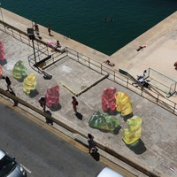Gyászoló medvék lepték el az utcát