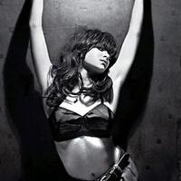 Fotó: ledobta ruháit a szexis ikerfélpár