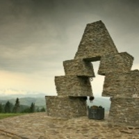Helyreállítják a megrongált vereckei emlékművet