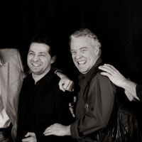 Magyar bandával lép fel a Grammy-díjas zenész
