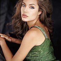 Angelina: Brad és a gyerekek fontosabbak a karriernél