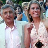 Ki a 70 éves rendező gyermekének valódi apja?