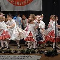 Több mint ezer gyermek néptáncol Szegeden