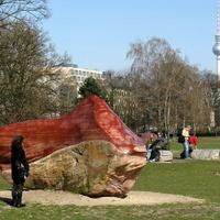 Törzsi szent követ loptak ajéndékba a németeknek