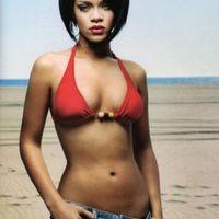 Bikiniben pózol a ledér öltözködéséért megrótt sztár
