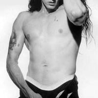 Elhunyt a gigászi férfiassággal megáldott rocksztár