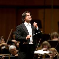 Riccardo Muti békekoncertet vezényel