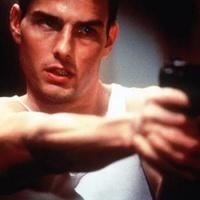 Tom Cruise kifúrta Brad Pittet