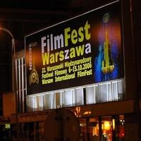 Öten ostromolják Varsót