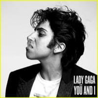 Lady Gaga önmagával csókolózik