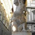 Vandálok rongálták meg a legendás szobrot