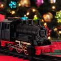 Ikonikus karácsonyi játékok: a kisvonat