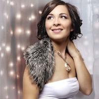 Igen furcsa turnéra indul a gyönyörű magyar énekesnő