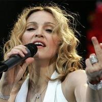 Tízezrek tiltakoznak Madonna koncertje ellen