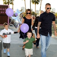 Fegyveres férfi tarotta szemmel David Beckham gyerekeit