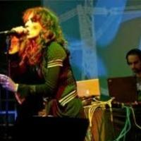 Megjelent a kozmopolita énekesnő szólólemeze