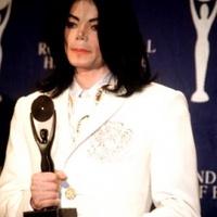 400 millió dolláros adóssággal a nyakában halt meg a pop királya