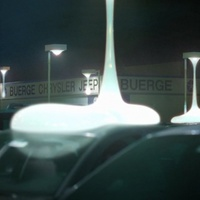 Vérző lámpaoszlopokra bukkantak a városban