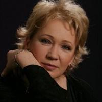 Udvaros Dorottya 55 éves
