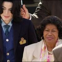 Kiderült, ki fogja felnevelni Michael Jackson gyerekeit