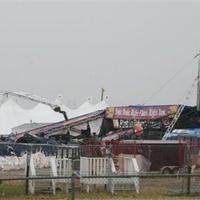 Halálos áldozata is van a fesztiválon pusztító óriási viharnak