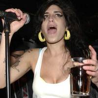 Amy Winehouse a Mikulással szexel?