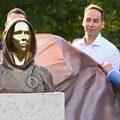 Titokzatos szobrot avattak Budapesten