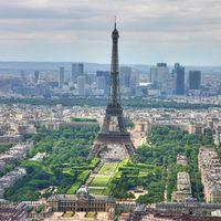 Bezárta kapuit az Eiffel-torony