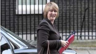 Az angol miniszterasszony pornóbotránya