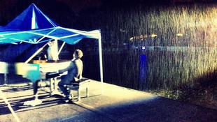 Koncert az esőben
