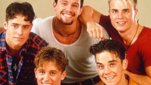Robbie Williams közeledik a fiúkhoz?